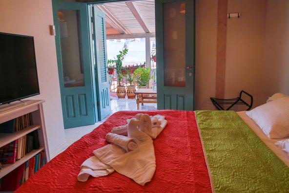 החדרים בבית מישל מלאי אווירה ומאובזרים בכל מה שצריך לחופשה נעימה