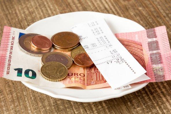כמה כסף להשאיר? טיפים מסביב לעולם