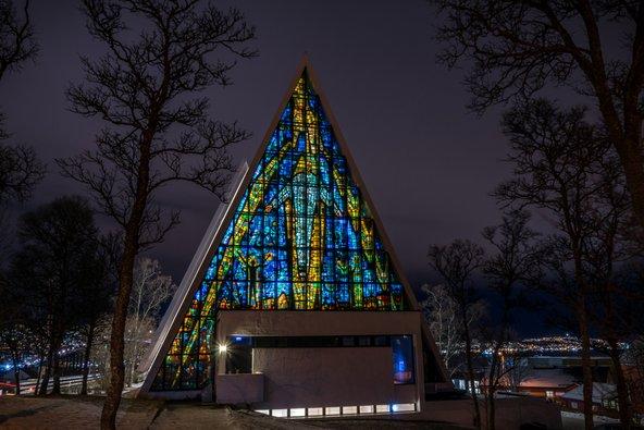 הקתדרלה הארקטית בטרומסו, יציאת מופת ארכיטקטונית