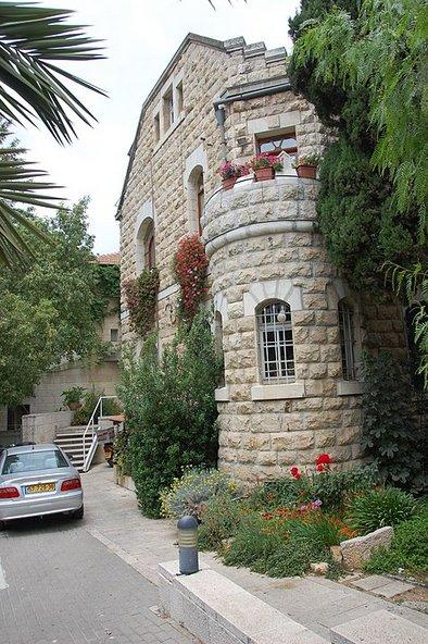 בית אהמן מפורסם במגדל הפינה הנאו רומנסקי שלו