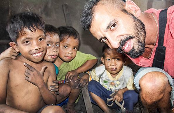 עם הילדים של הר העשן | הצילום באדיבות לונלי פלג