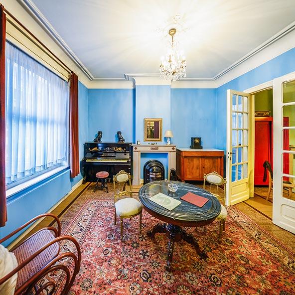 הבית שבו גר הצייר הסוריאליסטי רנה מגריט הפך למוזיאון השופך אור על חייו יצירותו