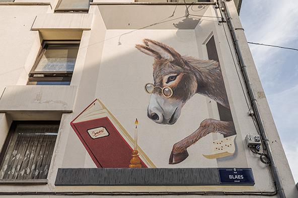 אמנות הרחוב של בריסל מפתיעה ומעלה חיוך כל פעם שנתקלים בה