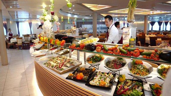 התפריט במסעדות של האנייה מגוון ונועד לספק כל טעם והעדפה