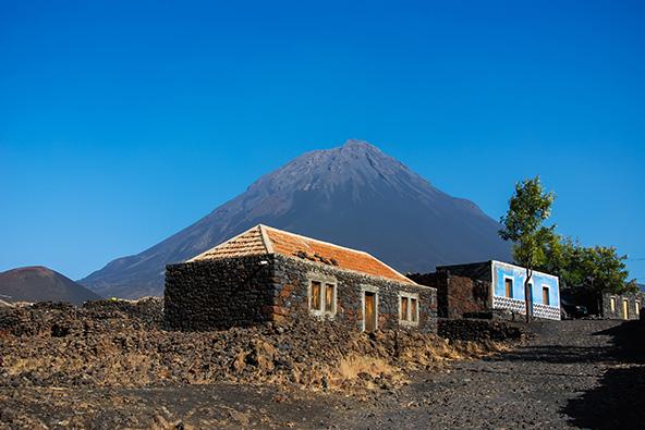 סיפורים מאפריקה: חוזרים הביתה להר הגעש פוגו