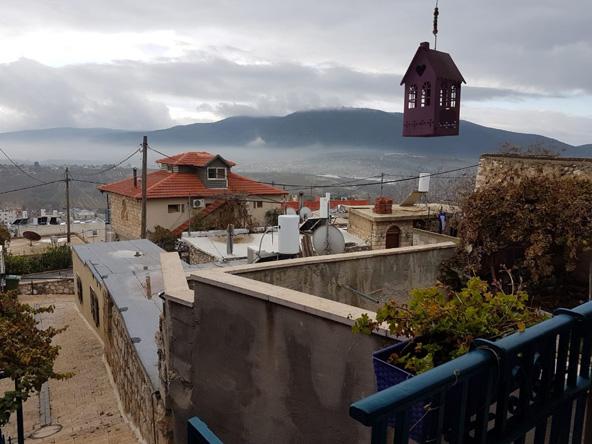 שמיים חורפיים מעל הכפר ג'יש