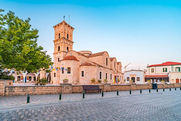 לרנקה. שילוב של מבנים היסטוריים, רחובות מודרניים וחופים יפים   צילומים: שאטרסטוק