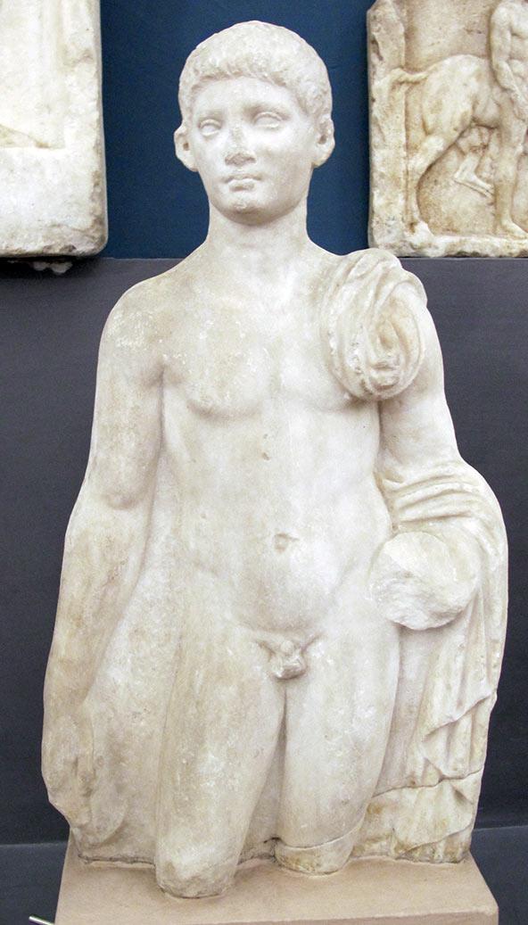 """פסל יווני מהמאה הרביעית לפנה""""ס במוזיאון הארכיאולוגי של בולוניה"""