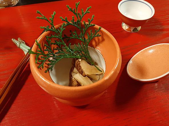 מפה ושם ביאוטסו: מראה כללי, רחוב בעיירה, מפעל משפחתי קטן לבובות מסורתיות, סאקי זוכה פרסים ומנה במסעדת Ikoi