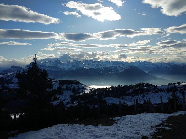 תצפית פנורמית לאגם לוצרן ולהרים המושלגים שמסביב מפסגת הר ריגי