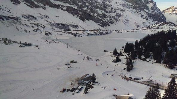 ברכבל המטפס להר טיטליס הנוף מתחלף מירוק ללבן של מרחבי שלג ואגמים קפואים | צילום: יניב שאואר