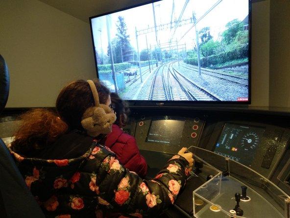במוזיאון התחבורה יש שלל מוצגים שמאפשרים התנסות חווייתית, כמו סימולטור של נהיגה בקטר | צילום: סימי שאואר