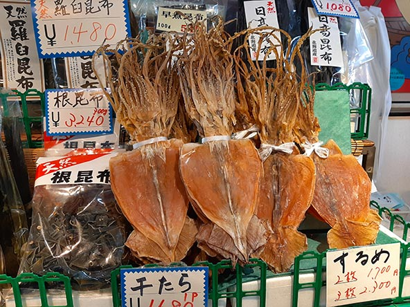 בשוק הדגים של צורוגה