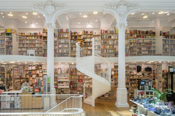 חנות הספרים המפוארת Carturesti Carusel
