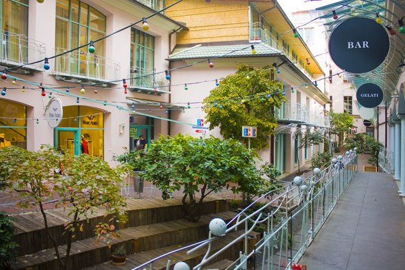 מתחם האקשה הופה הגדוש בחצרות פנימיות, גלריות וחנויות עיצוב | צילום: lindasky76 / Shutterstock.com