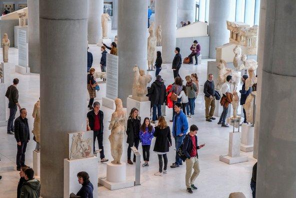 מבקרים גודשים את מוזיאון האקרופוליס | צילום: Oscar Espinosa / Shutterstock.com