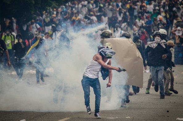 הפגנות אלימות בקראקס, בירת ונצואלה, הן עניין שבשגרה