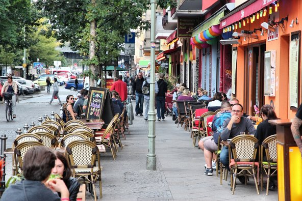 רובע קרויצברג הגדוש בבתי קפה וברים הוא מקום נהדר ללון בו לאוהבי התרבות האלטרנטיבית | צילום: Tupungato / Shutterstock.com