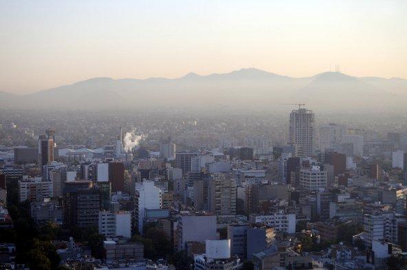 מקסיקו סיטי, מהערים הצפופות והמזוהמות בעולם, מכוסה בענן ערפיח