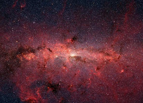 מרכז שביל החלב, שבדרך כלל אינו גלוי לטלסקופים, בצילום של טלסקופ החלל שפיצר | צילום NASA/JPL-Caltech