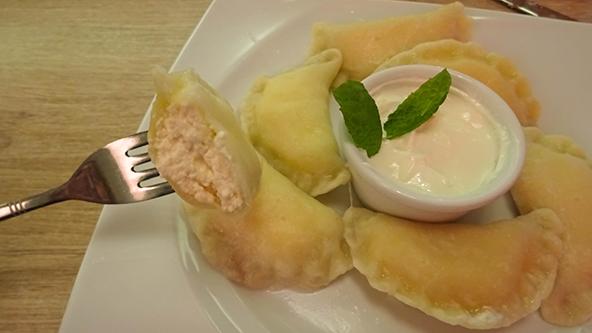 מהמטבח הפולני המסורתי: פירוגי ממולאים בגבינה (יש גם מילויים אחרים, כמו בשר טחון או דובדבנים)
