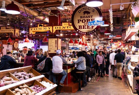 שוק תחנת רידינג. מקום מושלם לשלב בו אוכל וקניות | צילום: WoodysPhotos / Shutterstock.com