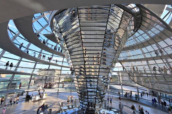כדי לבקר בכיפת הזכוכית של הרייכסטאג יש להירשם מראש | צילום: Tupungato / Shutterstock.com