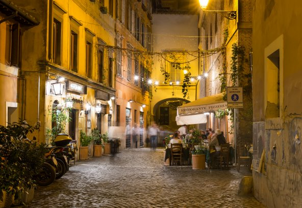 תמיד העדיפו מסעדות הממוקמות ברחובות צדדיים על פני מסעדות הממוקמות בכיכרות התיירותיות