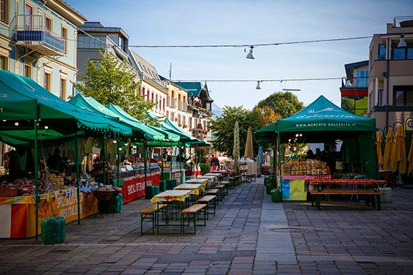 שוק איכרים בעיירה הציורית שלדמינג