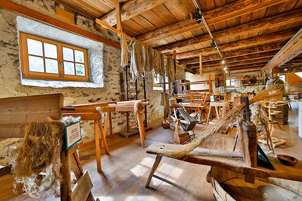 מוזיאון העץ מדגים את השימוש בעץ לצרכים שונים, בעבר ובתקופתנו