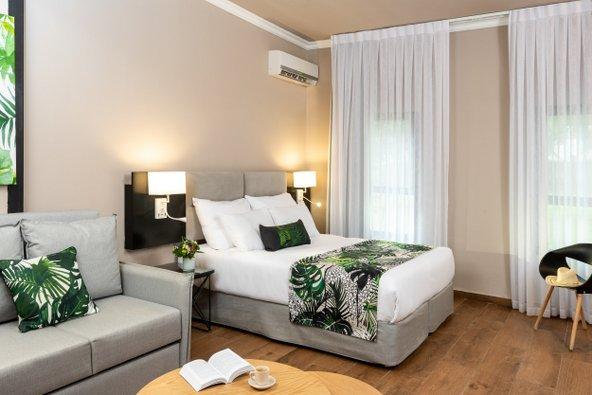 חדר במלון ארץ דפנה