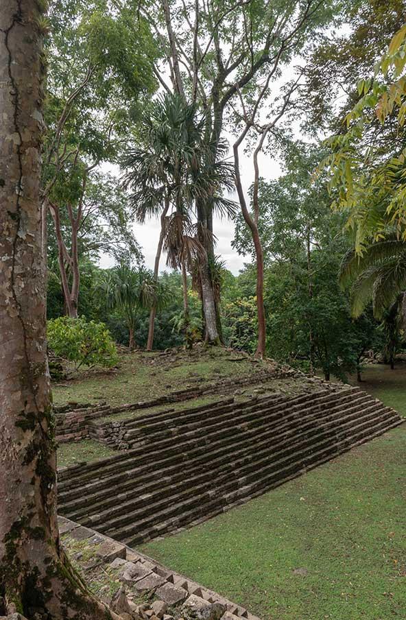 """עיר המאיה לובאנטון, """"מקום האבנים הנופלות"""""""