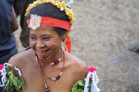 רקדנית מהטרובריאנד בסינג סינג באלואטו | צילומים בכתבה: דפנה נבו (שטלצר)