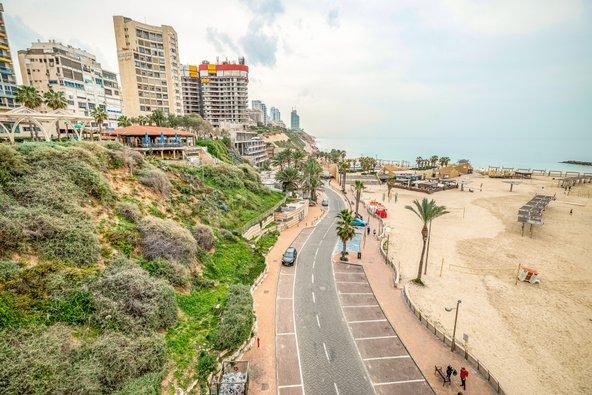 נתניה התברכה בנכסי טבע כמו רצועת חוף יפה | צילום: leshiy985 / Shutterstock.com
