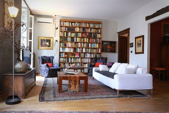 דירת airbnb מאובזרת בקפידה במילאנו. הזדמנות נהדרת להרגיש כמו מקומיים | צילום: MikeDotta / Shutterstock.com