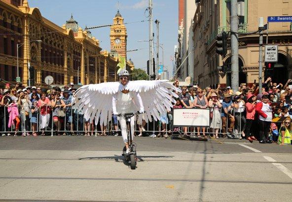 מופע רחוב בתהלוכת יום אוסטרליה   צילום: Leonard Zhukovsky / Shutterstock.com