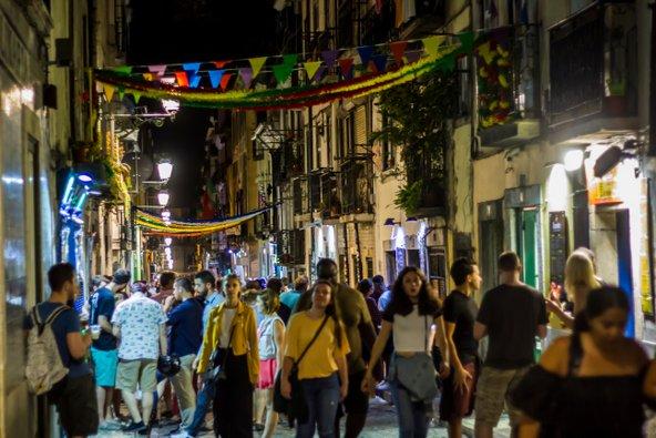 רובע באירו אלטו גדוש במבלים | צילום: rfranca / Shutterstock.com