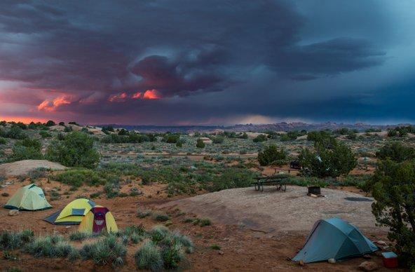 קמפינג בפארק הקשתות. שקיעות וזריחות מדהימות ושמים זרועי כוכבים | צילום: שאטרסטוק