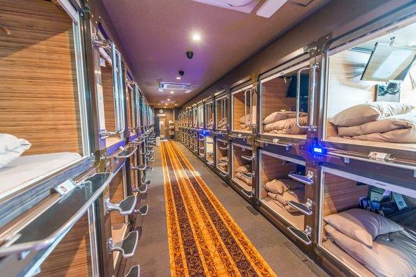 מלון קפסולה, אפשרות הלינה הזולה ביותר בטוקיו | צילום: pisaphotography / Shutterstock.com