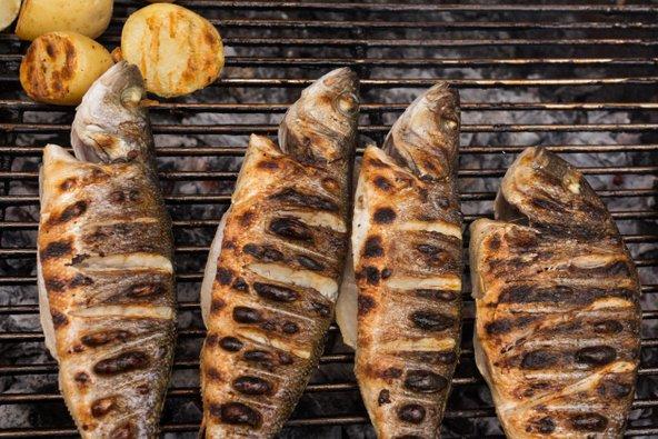 דגים בגריל במסעדת דגים בפורטו | צילומים: שאטרסטוק