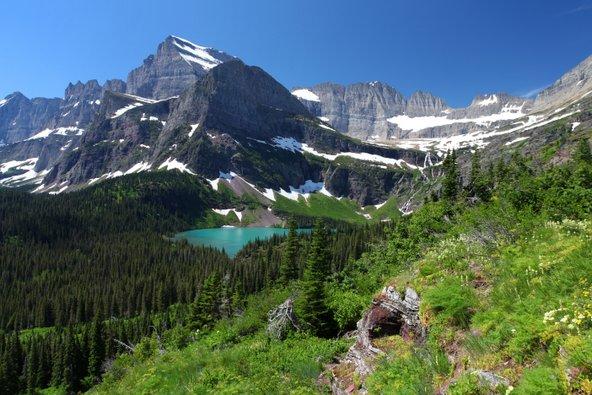 התפאורה של הפארק הלאומי גליישרס מושלמת לטיול קמפינג | צילום: שאטרסטוק