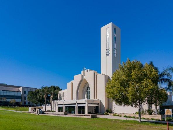 הכנסייה באוניברסיטה של לומה לינדה. האמונה הדתית היא אחת מהסגולות לחיים ארוכים | צילום: Kit Leong / Shutterstock.com