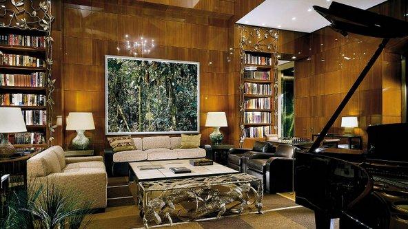 Ty Warner Penthouse במלון Four Seasons. עיצוב יוקרתי, ספרייה ופסנתר כנף