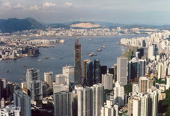 בניית בניין בנק אוף צ'יינה באזור העסקים של הונג קונג, 1988 | צילום: Matthew Laird Acred