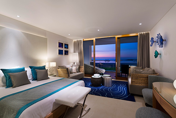 חדר מול הים במלון נחשולים. כמה התגעגענו לנוף הפתוח!