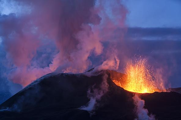 התפרצות של הר הגעש האיסלנדי Eyjafjallajökull | צילום: שאטרסטוק