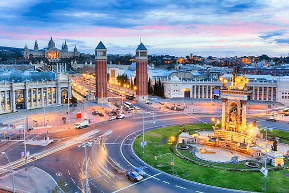 מראה לא שגרתי: פלאסה ד'אספניה בברצלונה ריקה ממכוניות ואנשים. קשה להאמין שרק לפני חודשים אחדים תושבי ברצלונה התלוננו על ריבוי התיירים