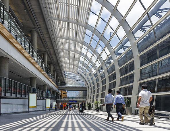 נמל התעופה של הונג קונג. וירוס הקורונה יחייב שינויים בהתנהלות בשדות התעופה, בטיסות וביעדים הסופיים