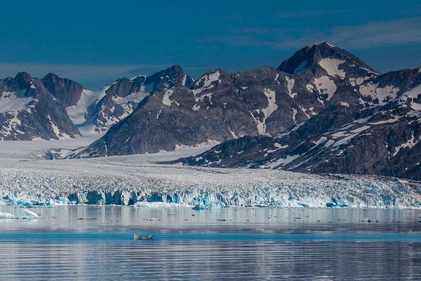 קרחון רסמוסן בגרינלנד שנע בקצב זריז יחסית