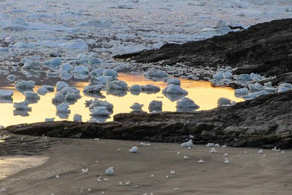 מפרץ גרינלנדי אחרי לילה עמוס ברוחות